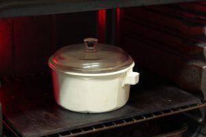 Precalentando la cazuela en el horno