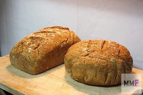 los dos panes fuera del horno